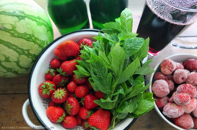 Bowle Rezept mit Erdbeeren und Minze, Erdbeerminzbowle Rezept