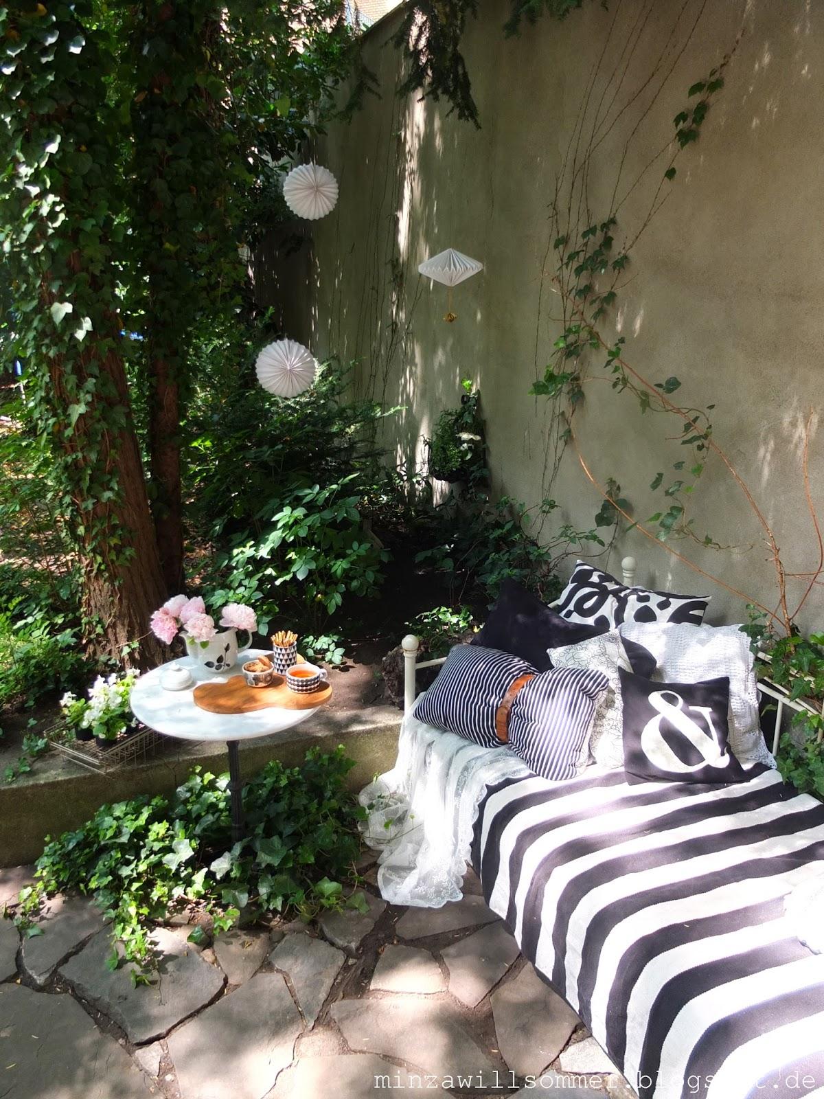 pfingstsitz minza will sommer. Black Bedroom Furniture Sets. Home Design Ideas