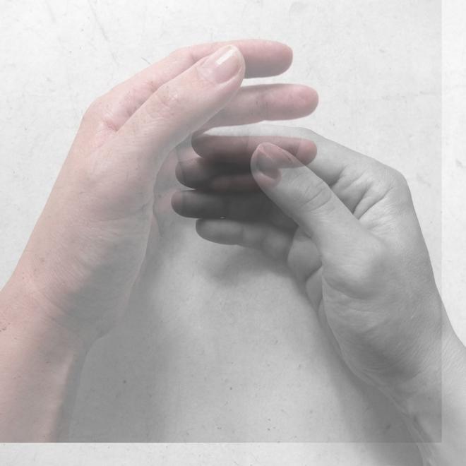 Schutz, Ausstellung, Fotoausstellung zum Thema Schutz, Fotografie, Heft zur Fotoausstellung, Ich lege meine Hände, die Kraft der Hände, Trost, Berührung