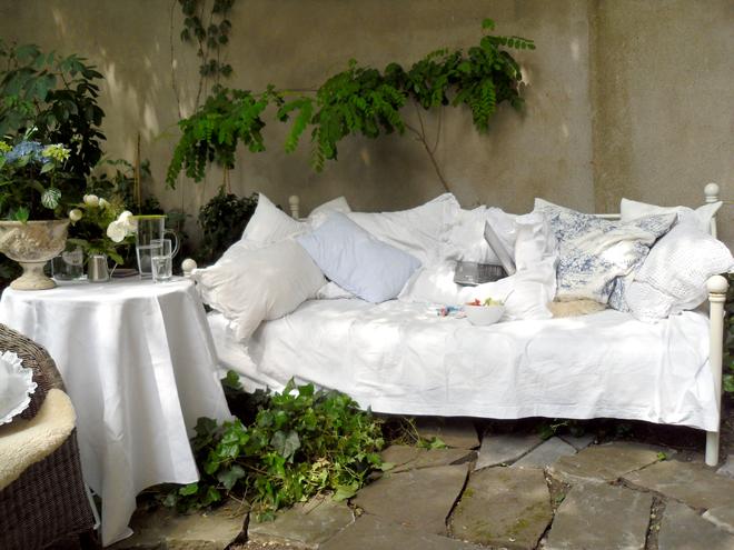 Gartenbett, DIY, Minza will Sommer, draußen schlafen, Outdoorbed, Gardenbed, Garden, Bed, Bett im Garten, wasserfeste Matratze, wasserdicht, wetterfest, Selbermachen, Anleitung, draußen wohnen