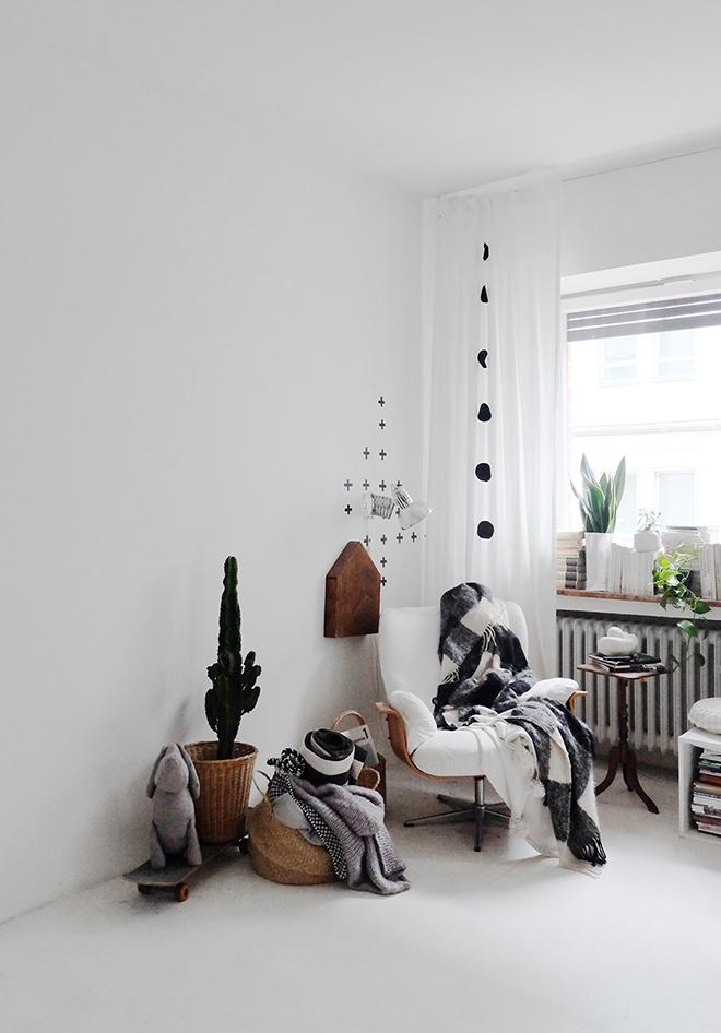 12von12, Wohnzimmer, weißer Estrich, Zimmerpflanzen, Körbe, Sessel