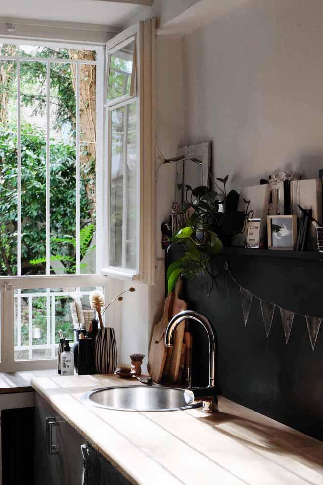 Reversible Küchenrückwand, hässliche Fliesen, Küchenfliesen verschönern, Fliesen in Mietwohnung, Spritzschutz in der Küche, Tafelfarbe in der Küche, DIY, Vorwand selber bauen, Minza will Sommer