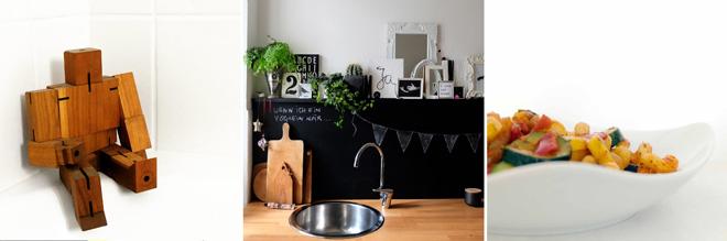 Cubebot, Roboter aus Holz, Küche, Küchenwand in schwarz, Rückwand als Tafel